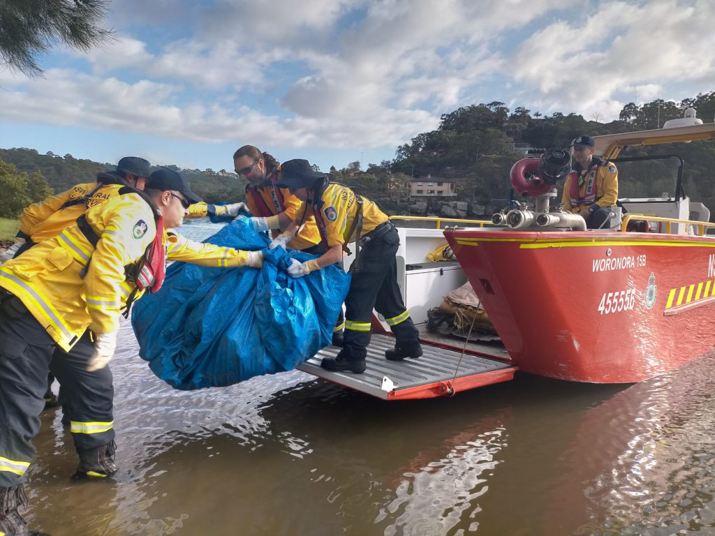 SES volunteers unloaded collected rubbish off the RFS boat